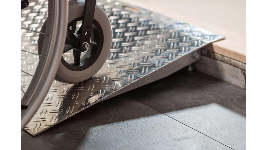 Verstelbare aluminium drempelhulpen